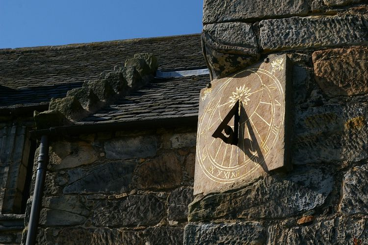 20100427 – Tuesday - Sundial at Aberdour Castle