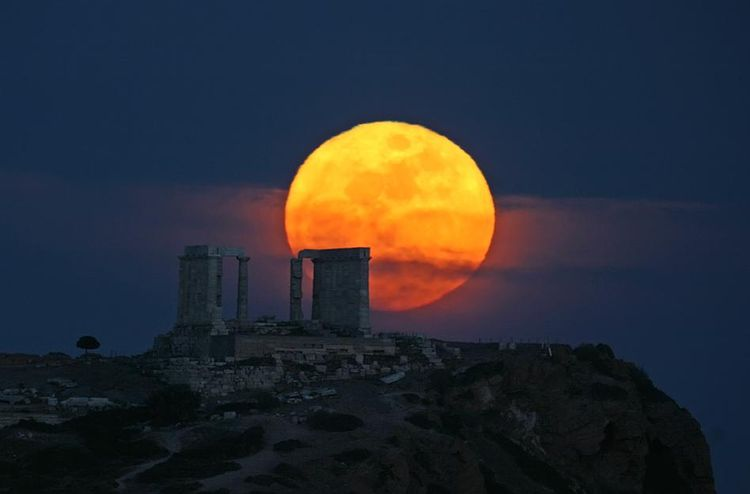 Sounion moonrise and greenrim