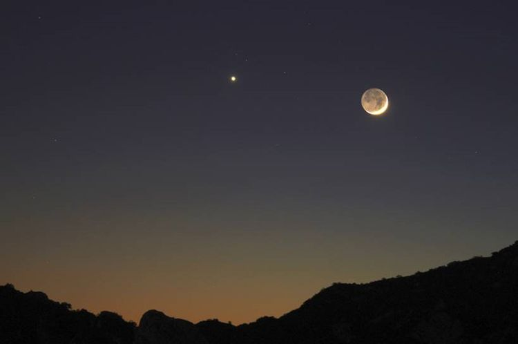 Crescent Moon, Earthshine and Venus
