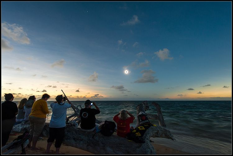 Eclipse of Sun from Green Island edit