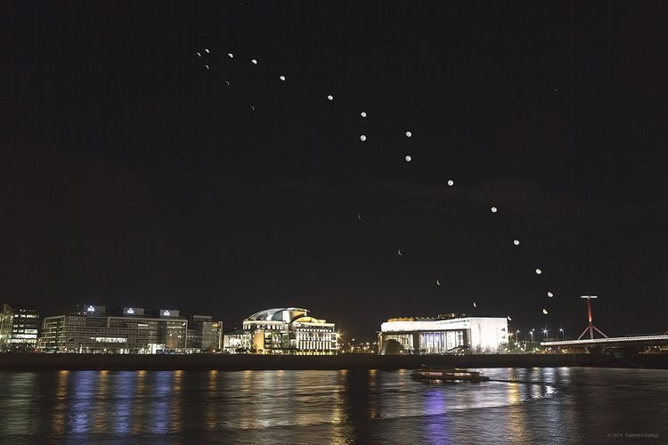 Lunar analemma 1200